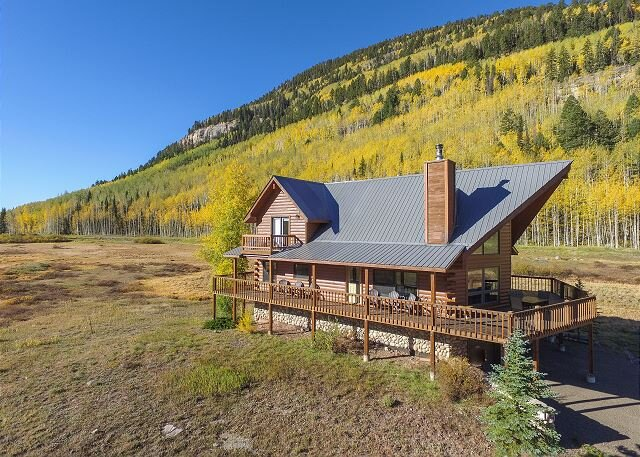 New Listing! Classic Colorado Log Cabin - Unmatched Views of Engineer Mtn, casa vacanza a Vallecito Lake