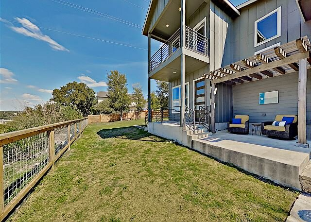Willy Nilly Retreat   1.3-Acre Getaway with River Views   2 Adjoining Units, alquiler de vacaciones en Spicewood