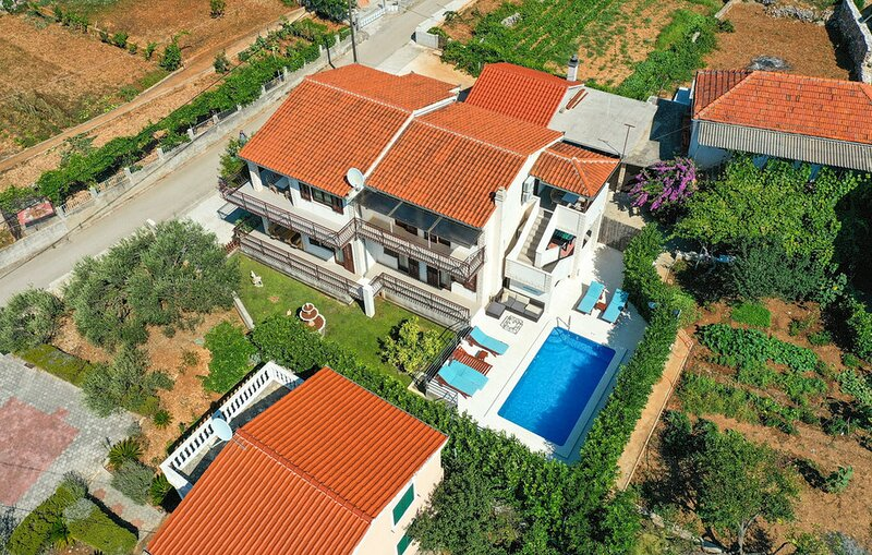 Holiday Home Grace with Private Pool, vacation rental in Vrsine