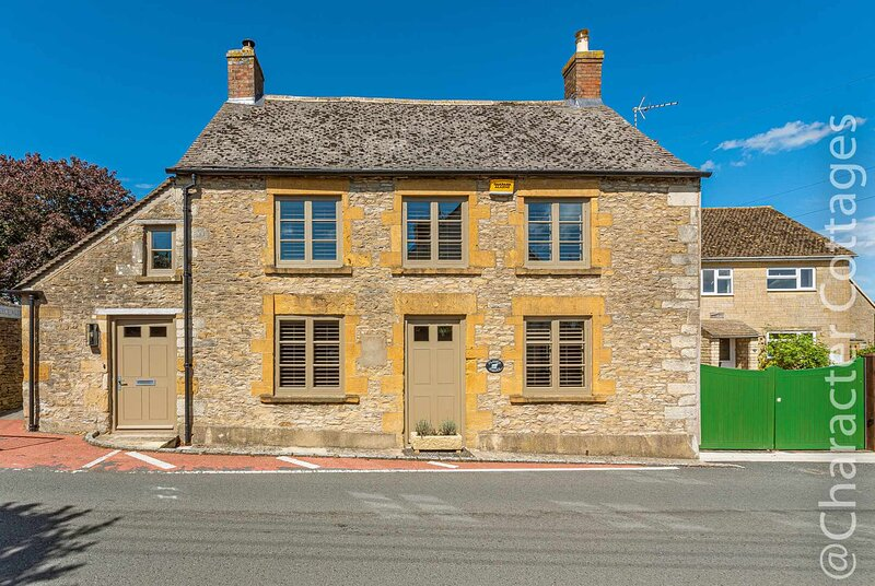 The Fleece House is an elegant home away from home in bustling Stow-on-the-Wold, location de vacances à Swell
