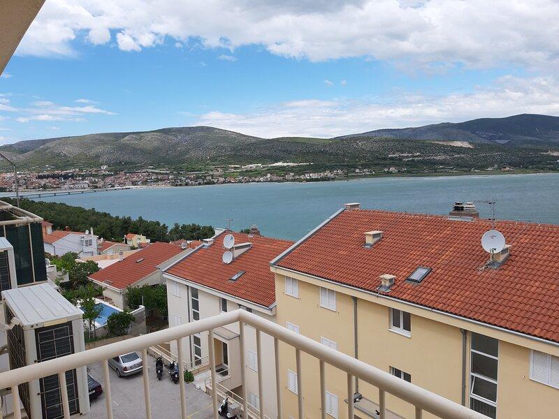 Apartment Quattro - Two Bedroom Apartment with Balcony and Sea View, location de vacances à Mastrinka