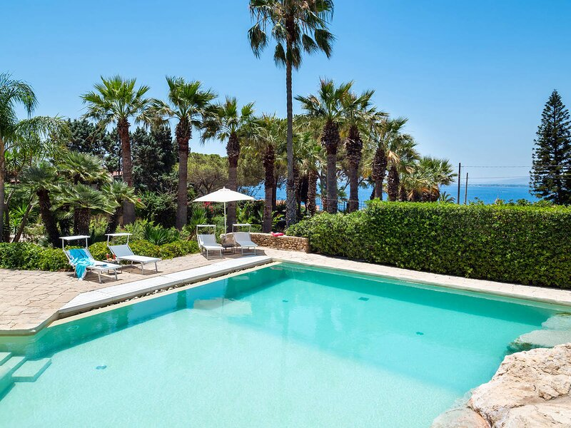 Plemmirio Villa Sleeps 10 with Pool Air Con and WiFi - 5872180, location de vacances à Plemmirio