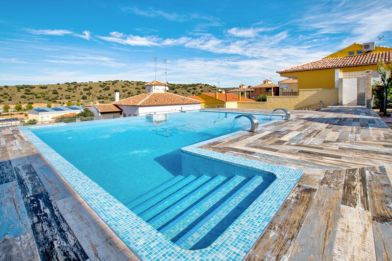 Amazing villa with swimming-pool, Ferienwohnung in Ossa de Montiel