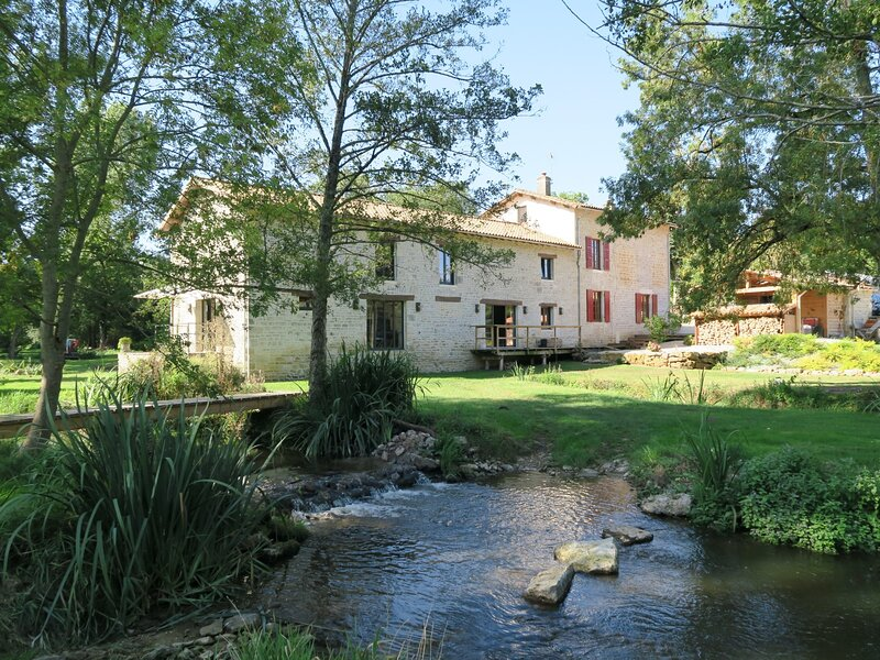 Moulin de Charzay - Eco-gîte familial, vacation rental in Thorigne