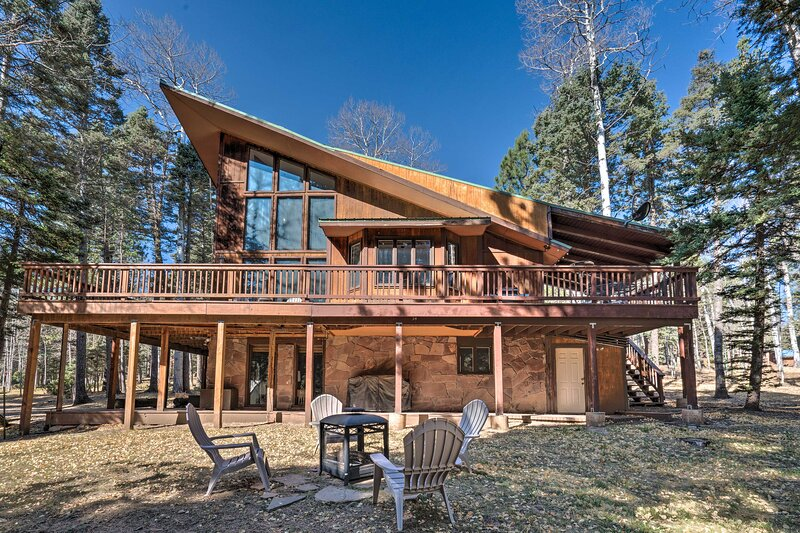 NEW! Deluxe Angel Fire Getaway, 4 Mi to Ski Slopes, vacation rental in Angel Fire