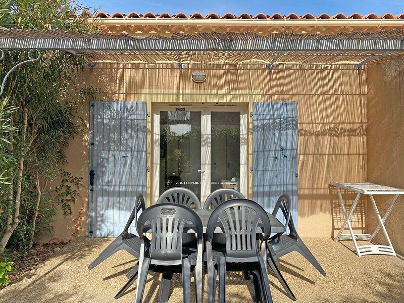 Agréable gîte avec piscine collective chauffée, au cœur des Alpilles à Mouriès,, vacation rental in Saint-Martin-de-Crau