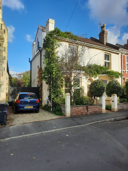A spacious 5 bed house in central east Bristol, alquiler de vacaciones en Kingswood