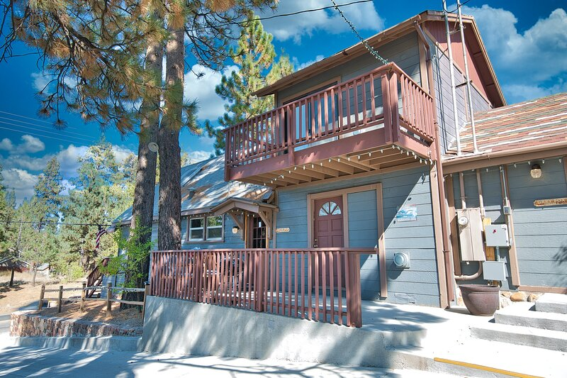 cottage 1 Artic Fox side deck