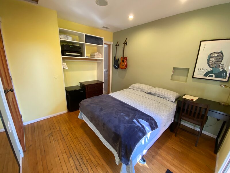 Nice Cozy Private Bedroom :) *SuperHost*, holiday rental in Los Angeles