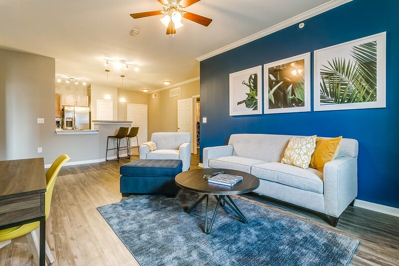 Kasa   Dallas   Amazing 2BD/2BA West End Apartment, holiday rental in Cockrell Hill