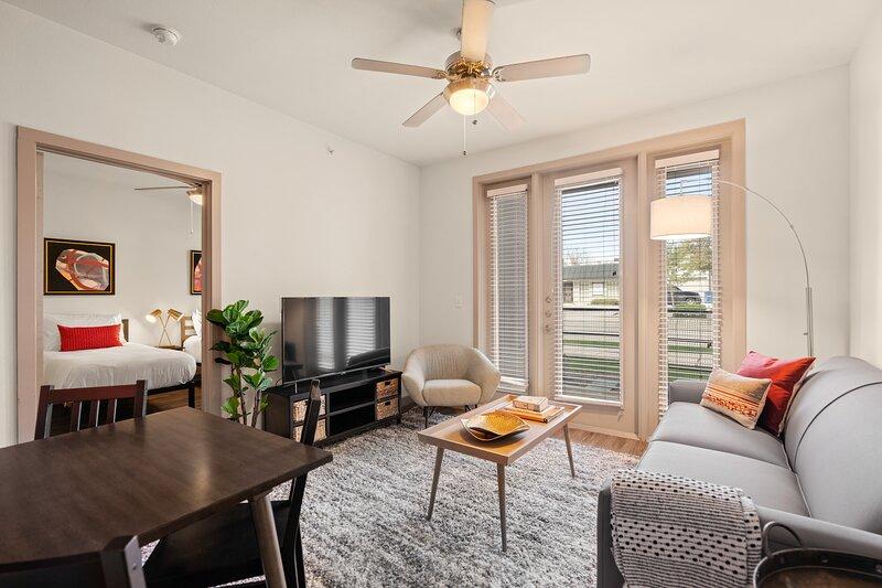 Kasa | Dallas | Heavenly 2BD/2BA Medical District Apartment, alquiler de vacaciones en Highland Park