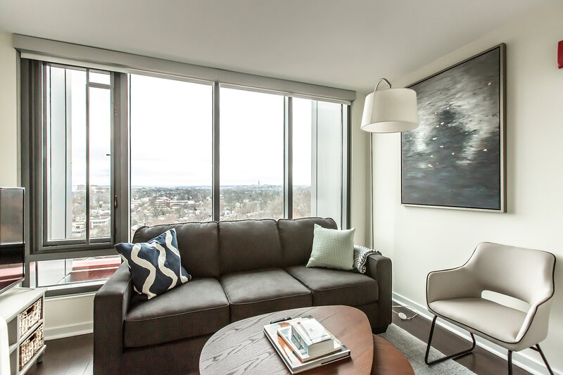 Kasa Alexandria | 1BD with Free Parking, Contactless Check-In | Potomac, holiday rental in Alexandria
