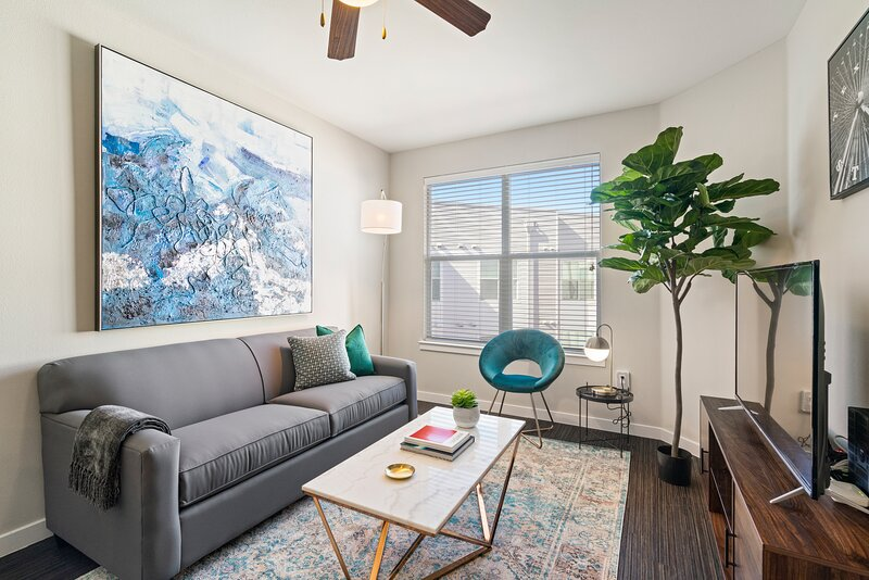 Kasa Dallas | 1BD/1BA with Contactless Check-in + Pool Access | Near SMU, holiday rental in University Park