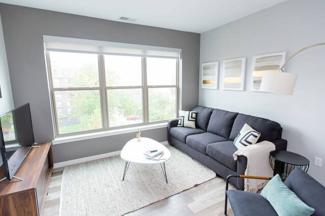 Kasa | St. Louis | Dreamy 2BD/2BA Forest Park Apartment, location de vacances à University City