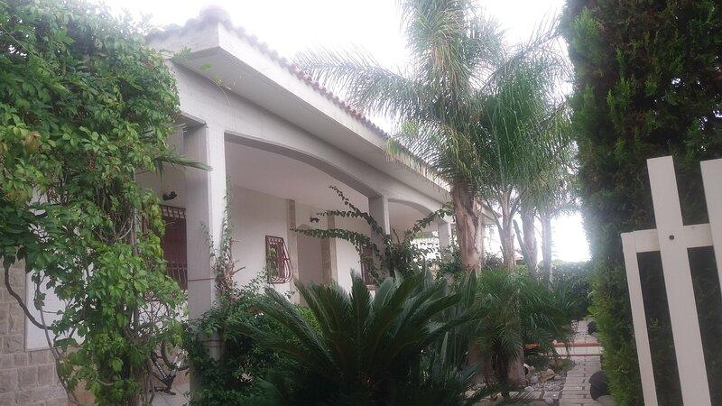 Villa Belmare a 150 metri dalle spiagge del Salento, holiday rental in Monacizzo-Librari-Truglione