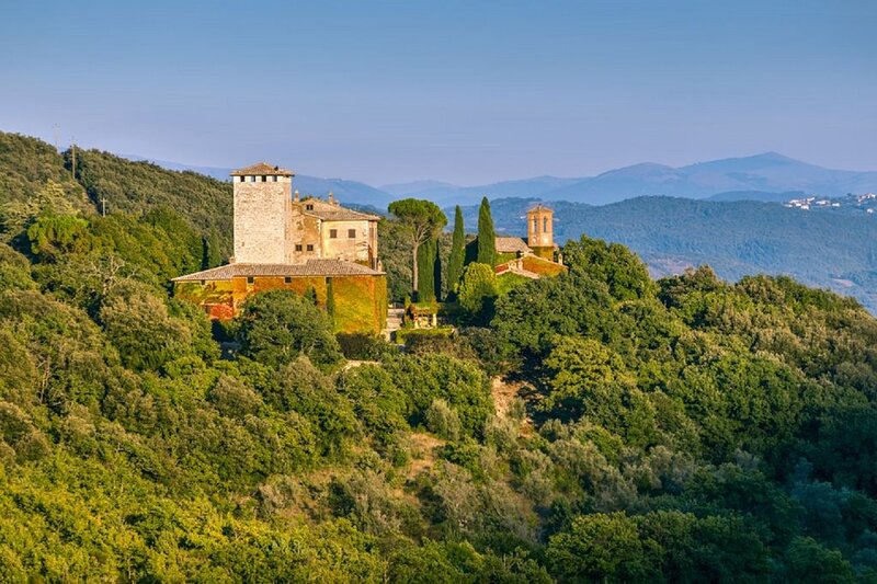VILLA PERCHED ON THE VERY TOP OF MONTE SANTA CROCE, holiday rental in Colle Umberto I