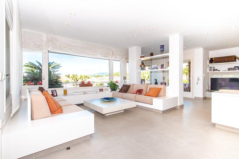 Villa con Jardin y piscina privada en la costa de Barcelona, alquiler de vacaciones en Arenys de Mar