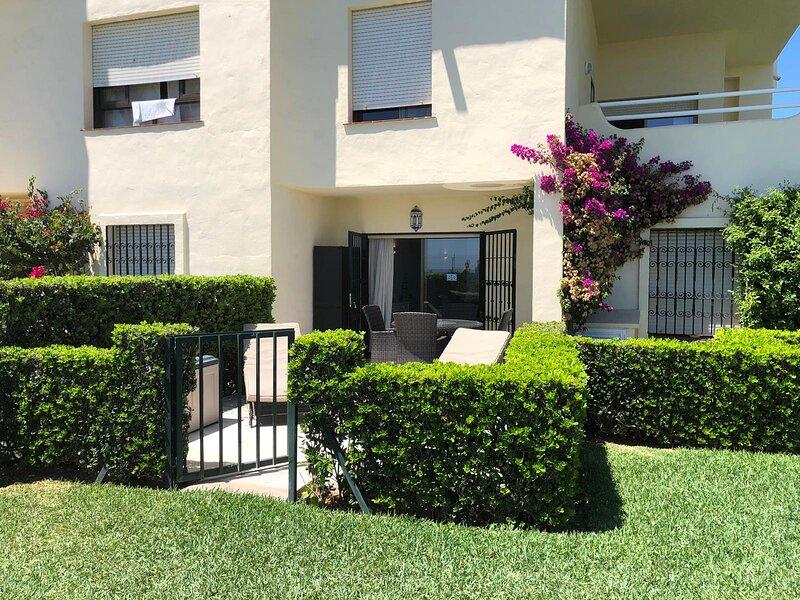 Las Mimosas Stunning Garden Studio Apartment, holiday rental in La Cala de Mijas