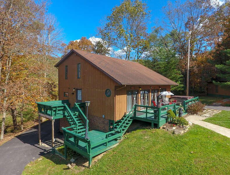 The Pines Lodge 1st Choice Cabin Rentals Hocking Hills between Logan and Athens, location de vacances à Haydenville