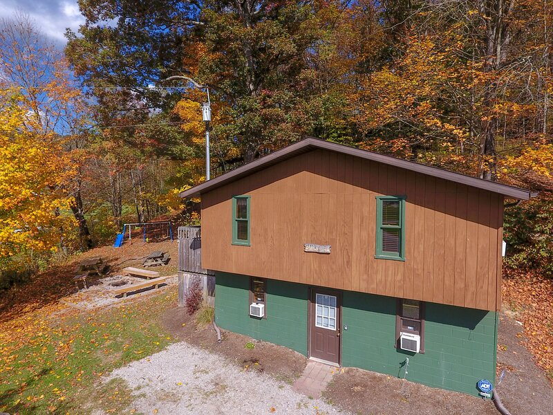 Sandy Run Cabin 1st Choice Cabin Rentals Hocking Hills between Logan and Athens, location de vacances à Haydenville
