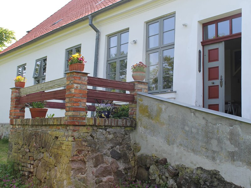 Lavish Apartment in Steffenshagen with Terrace, holiday rental in Steffenshagen