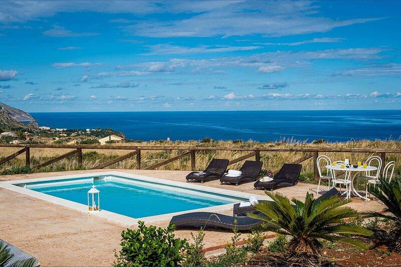 Villa Caprifoglio, holiday rental in Villaggio Sporting