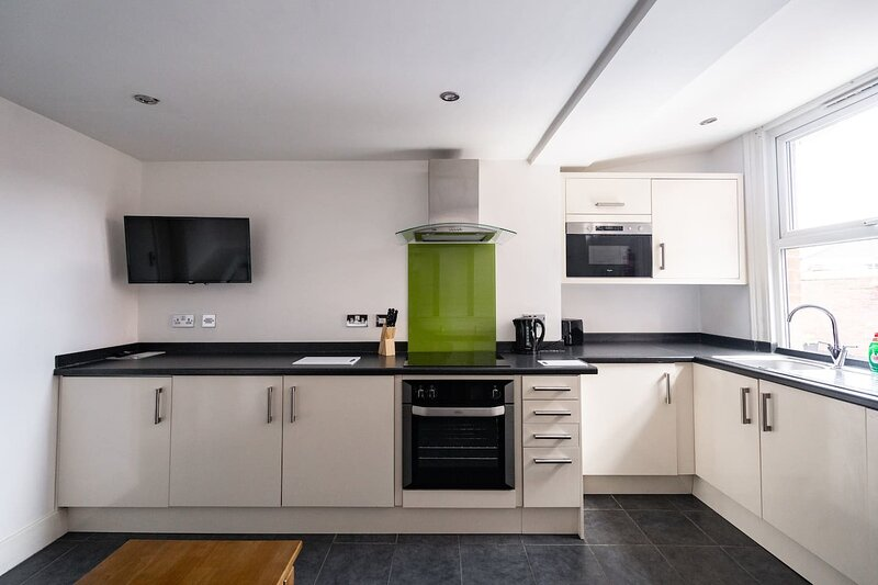 Impeccable 1-Bed Apartment in Sheffield, vacation rental in Sheffield
