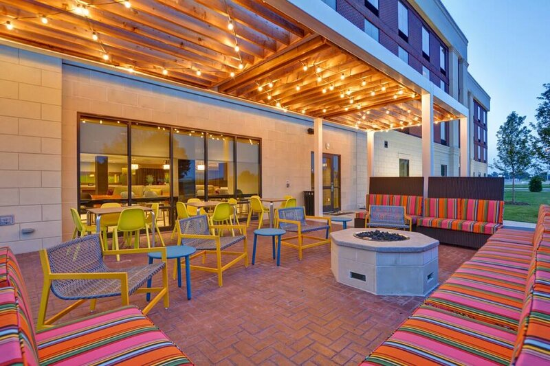 Couples Getaway! Cozy Unit, Pool, Free Parking, vacation rental in West Melbourne