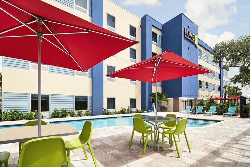 Three Comfy and Modern Units, Pool, Fitness Center, vacation rental in West Melbourne