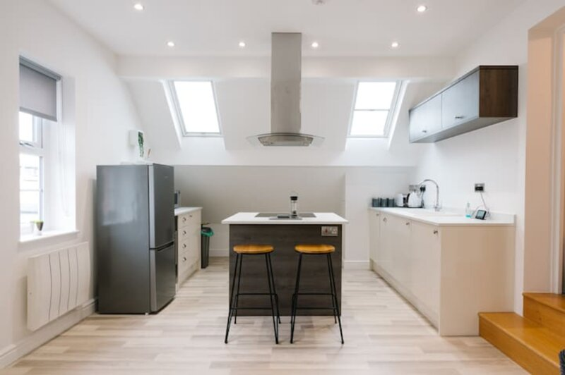 Newly Renovated Modern Rooftop Apartment, vacation rental in Grendon