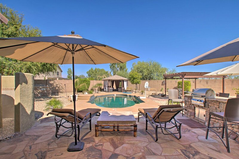 NEW! Home w/Outdoor Oasis, 4Mi to Surprise Stadium, holiday rental in Sun City West