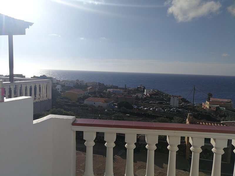 Amazing apartment with sea view, alquiler de vacaciones en El Hierro