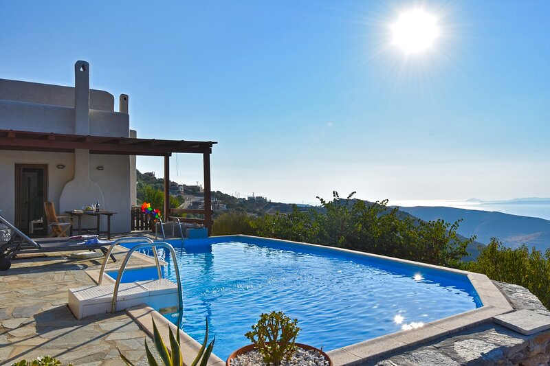 120sq meters house with a private swimming pool and sea view, close to Ioulida, holiday rental in Melissaki