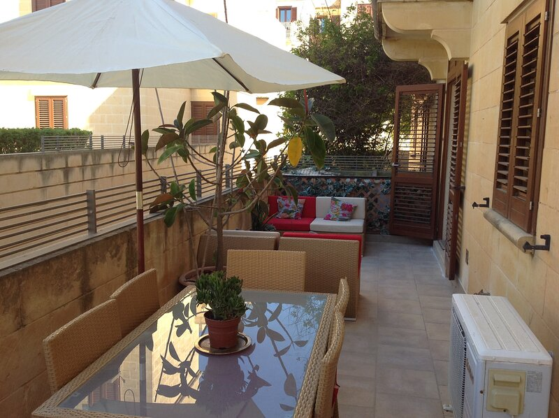Fort Chambray Apartment, holiday rental in Ghajnsielem