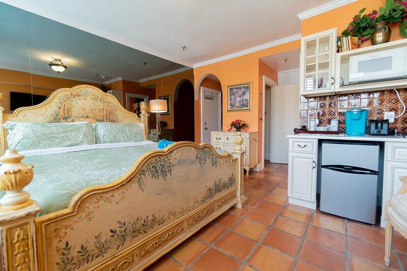 Palm Beach Island Condo-Hotel King Studio, Beach, Wifi, Kitchenette, vacation rental in Palm Beach