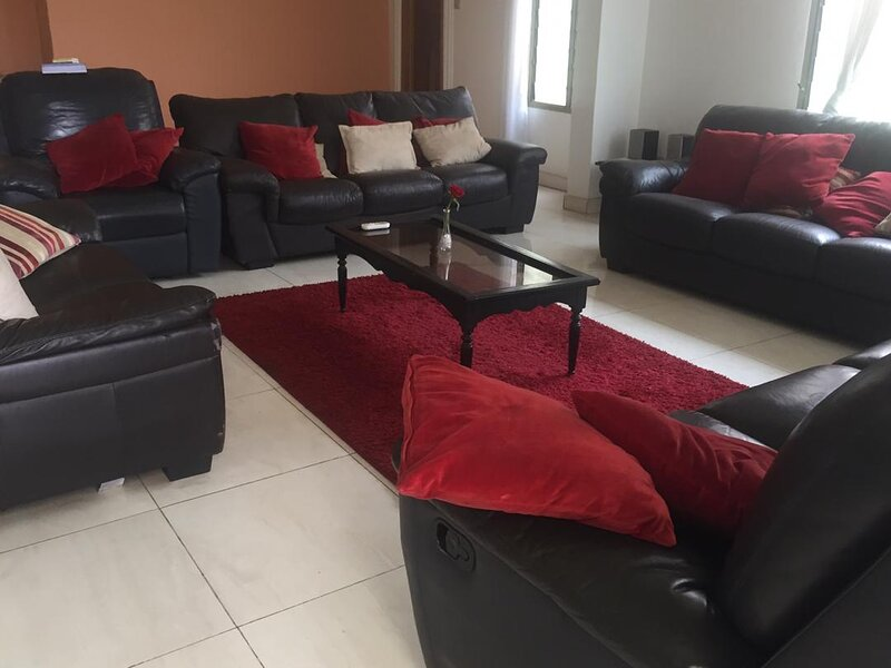 Fully furnished 4 bedroom house, alquiler vacacional en Madina