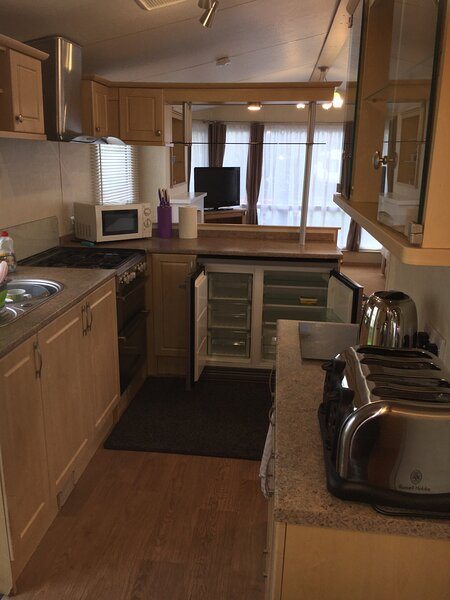 Excellent Warm Homely 6 Berth Static Caravan on Quiet Holiday Park, holiday rental in Aberlemno