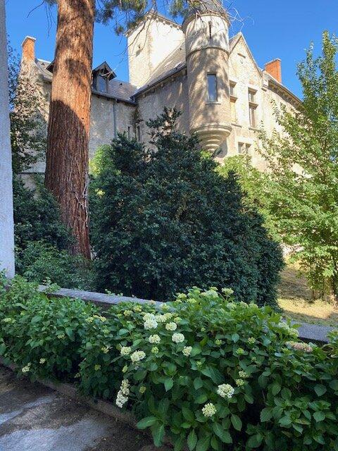 T1 avec magnifique terrasse de 30m2, quartier Vieux Vichy, vue unique, location de vacances à Bellerive-sur-Allier