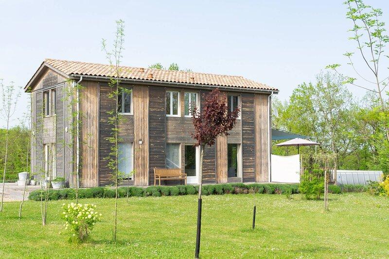 Maison les Terrasses : 4 étoiles - 4 chambres climatisées - piscine chauffée, aluguéis de temporada em Biron