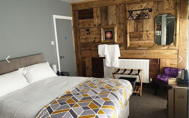 Room 1 of 6 Above A Fun Pub In Boston, Drink & Music Make it A Great Stay, holiday rental in Freiston