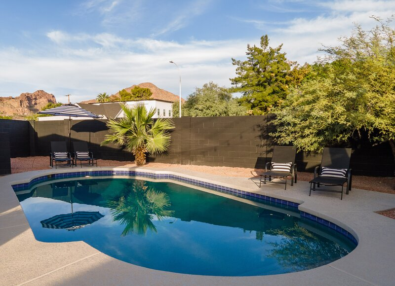 One-of-A-Kind Arcadia Get-away w/ Heated Pool + Guesthouse, casa vacanza a Paradise Valley