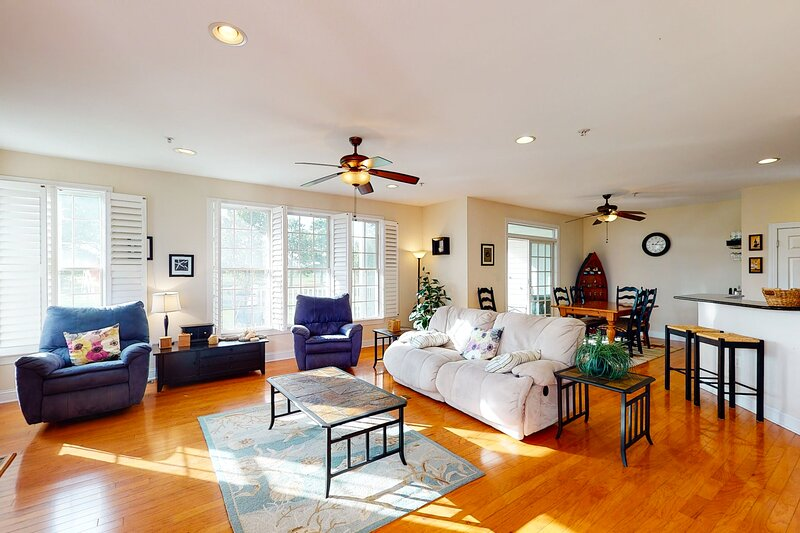 Bear Trap Dunes 1st floor condo w/ golf on-site, fireplace, and gym, holiday rental in Millville