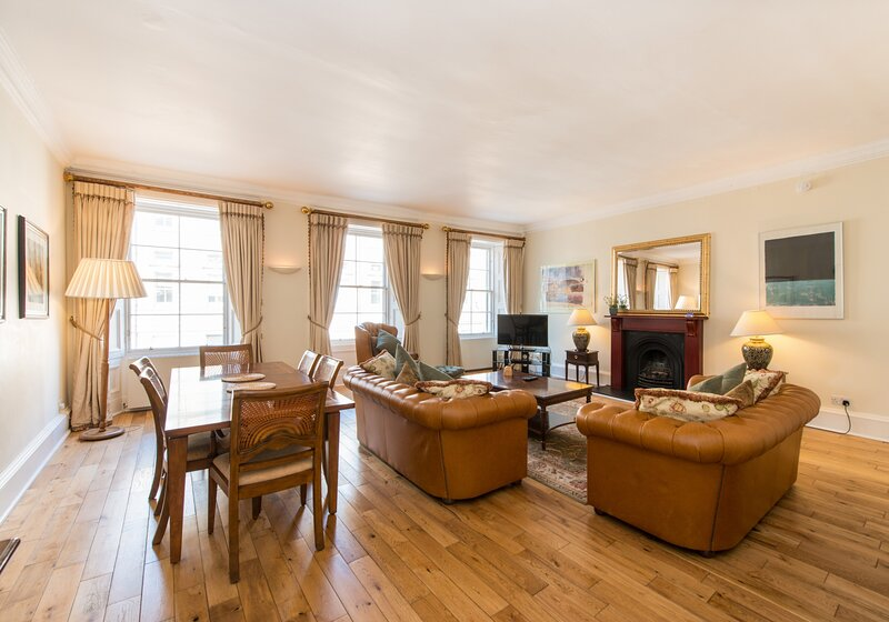 1 Parliament Sq (apt 10), Royal Mile, 300 metres from Edinburgh Castle, alquiler vacacional en Edimburgo