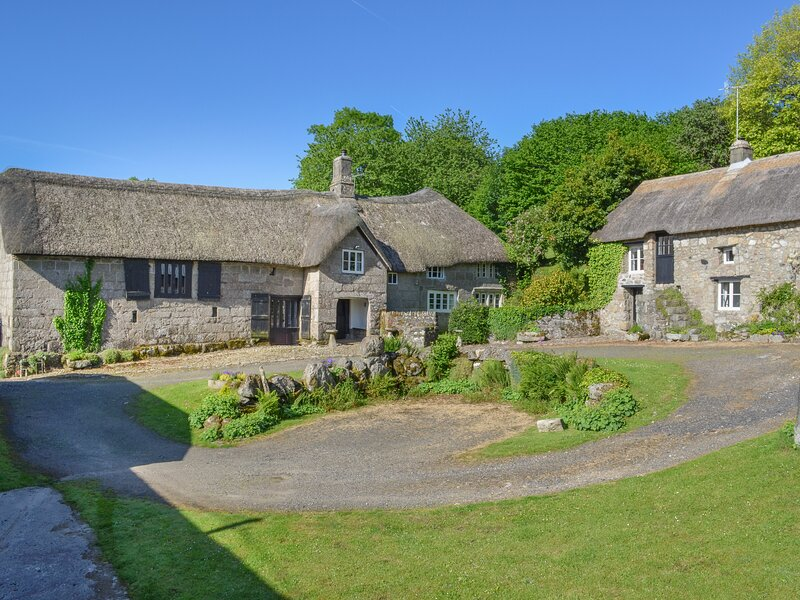 HOLE FARM, thatched, medieval Devon longhouse with big garden and grounds to, holiday rental in Moretonhampstead