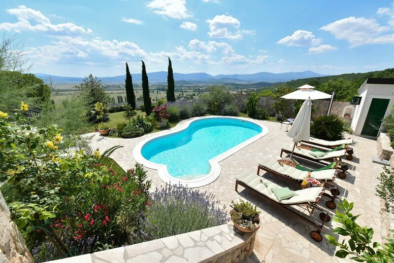 Villa Residencia, vacation rental in Vedrine