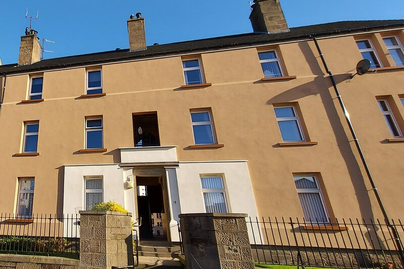 Stunning 3-Bed Apartment in Dundee, location de vacances à Abernyte