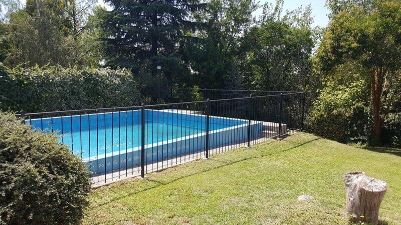 vista de la piscina a la zona profunda de la misma