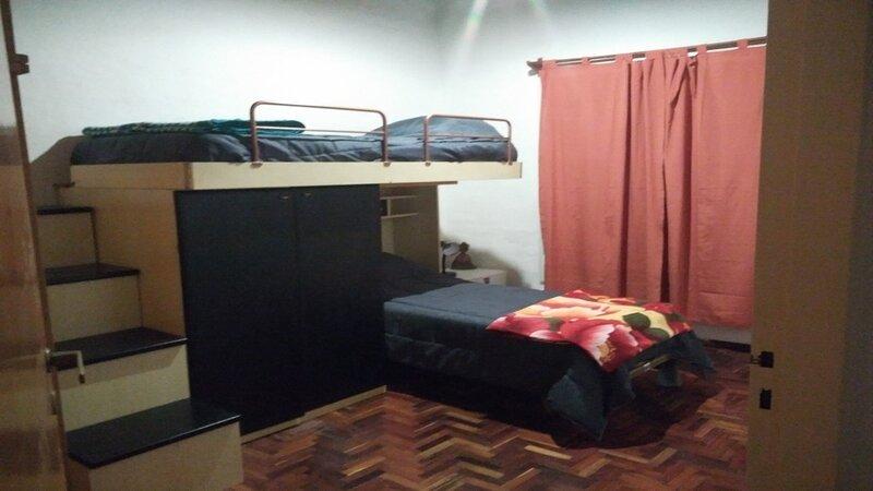 Dormitorio secundario, piso de parquet plastificado