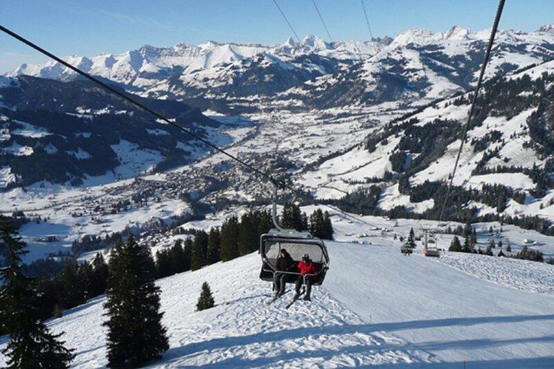 A CLASSIC VINTAGE GSTAAD WINTER RETREAT, aluguéis de temporada em Gstaad