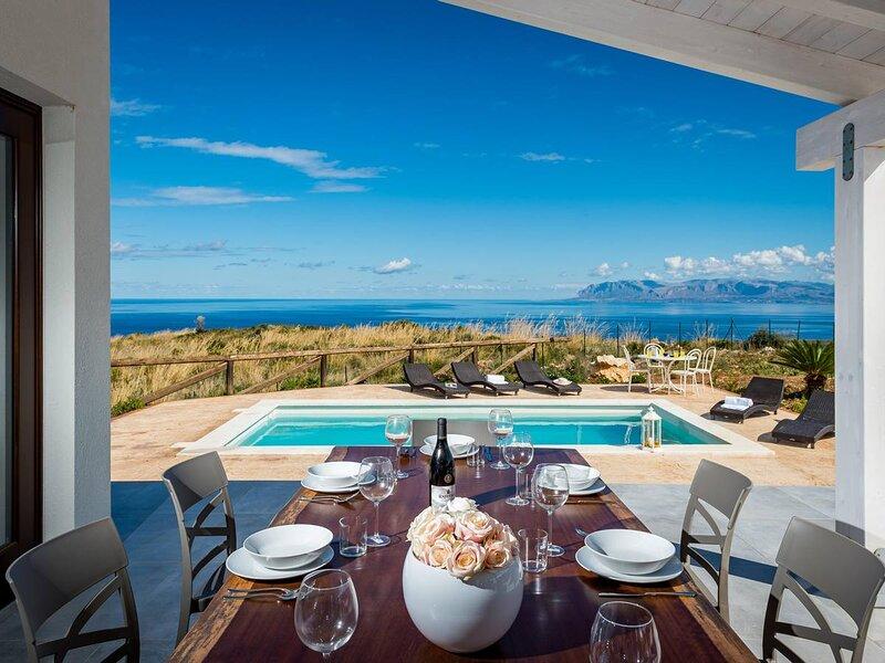 Viscari Villa Sleeps 10 with Pool Air Con and WiFi - 5873675, holiday rental in Villaggio Sporting